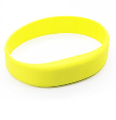 Замкнутый силиконовый браслет с RFID чипом